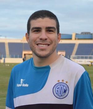 Richardson está de volta ao time do Confiança (Foto: Felipe Martins/GLOBOESPORTE.COM)