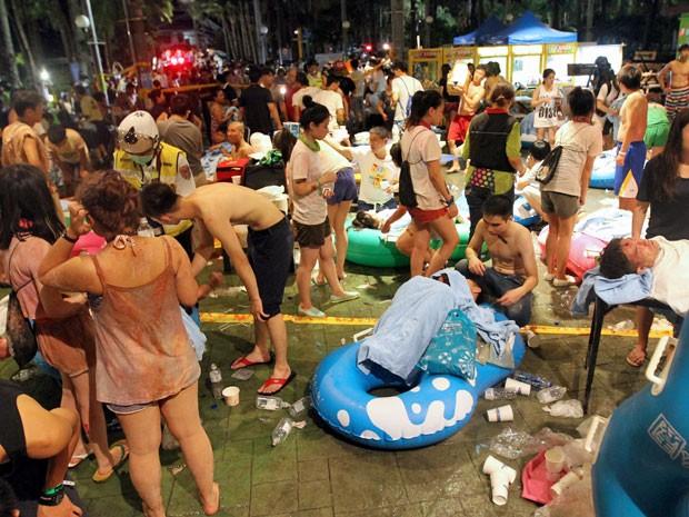 Feridos foram atendidos após explosão no parque 'Formosa Fun Coast', no distrito de Pali, em New Taipei (Foto: AFP Photo)