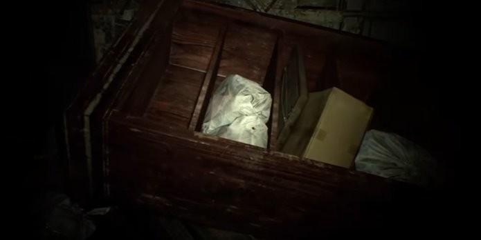 Enigma de Resident Evil 7 envolve apontar para cinco cadáveres espalhados pela casa (Foto: Reprodução/Felipe Demartini)