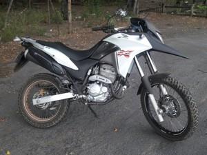 Uma das motos recuperadas pela PM (Foto: Polícia Militar/Divulgação)