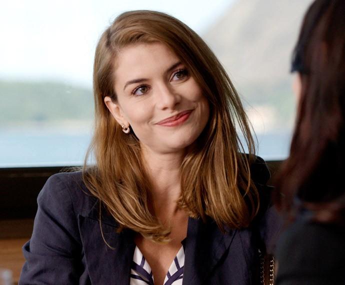 Lívia agora é uma nova mulher, mais madura e elegante (Foto: TV Globo)