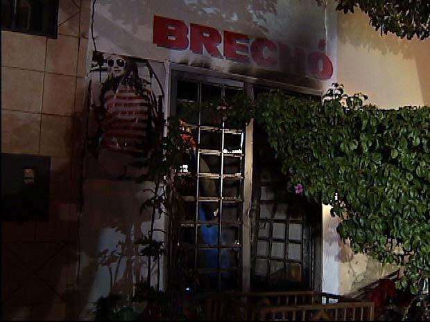 Filho da proprietária pode ter colocado fogo no estabelecimento (Foto: Reprodução/TV Integração)