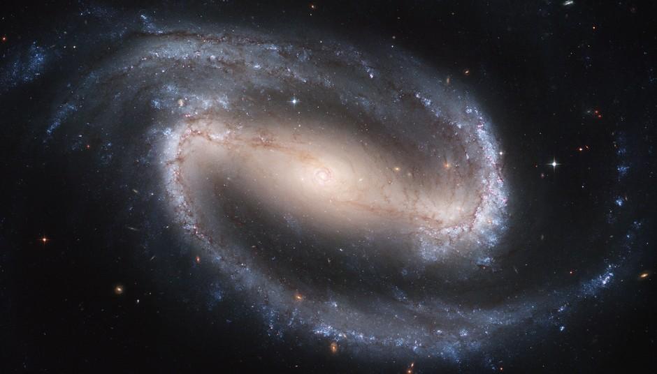 25 anos do Telescópio Espacial Hubble: A Galáxia Espiral Barrada NGC 1300, na Constelação de Eridanos