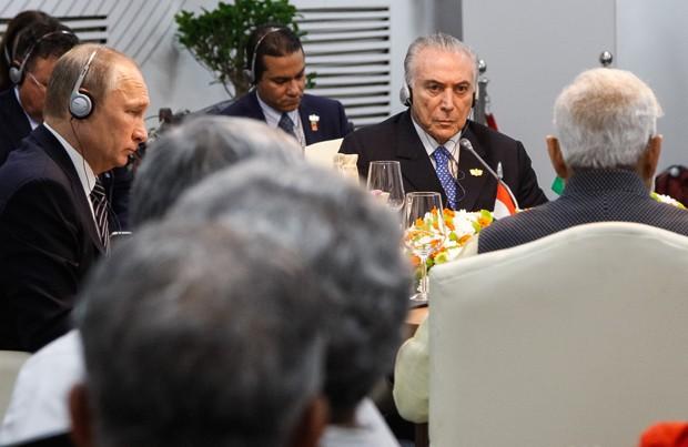 Temer, ao lado de Vladimir Putin, da Rússia, participou de reunião dos chefes de estado dos Brics (Foto: Isac Nóbrega/PR)