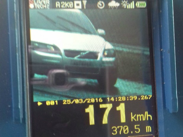 Veículo flagrado a 171 km/h trafegava em trecho da BR-467 entre Cascavel e Toledo na tarde desta sexta-feira (25) (Foto: PRF / Divulgação)