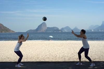 Natália e Camila Brait tem dia de modelo no Rio (Foto: Divulgação/Adidas)