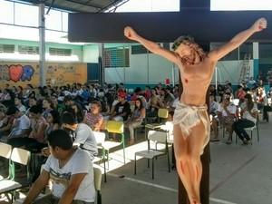 Cerca de 200 jovens se reuniram para o retiro católico (Foto: Cláudio Nascimento/ TV TEM)