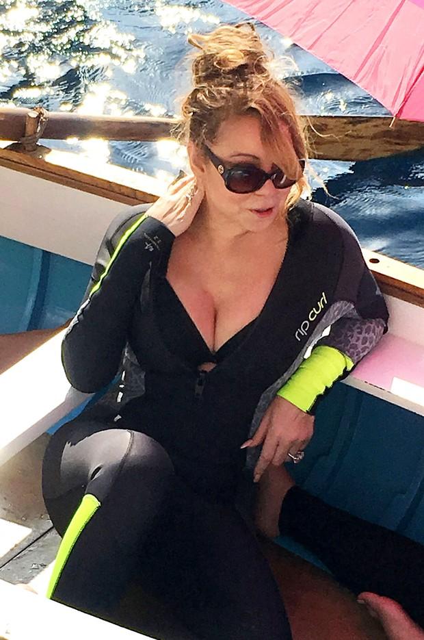Mariah Carey curte passeio de barco em Capri, na Itália (Foto: AKM-GSI/ Agência)