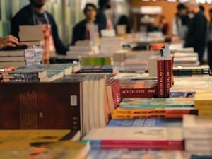 EduFSCar oferece livros com desconto (Foto: Letícia Longo)
