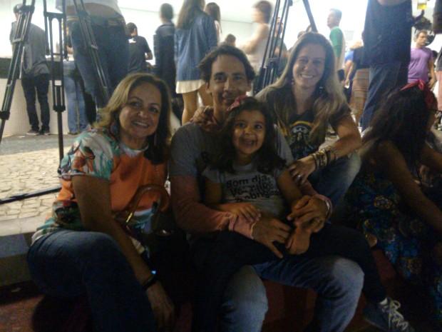 Três gerações de uma família marcam presença no show dos Novos Baianos (Foto: Maiana Belo/G1 Bahia)