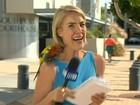 Repórter australiana 'surta' após ave pousar em seu ombro em transmissão