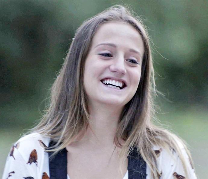 Carol é a cara da felicidade depois de dividir segredo com Apolo :) (Foto: TV Globo)