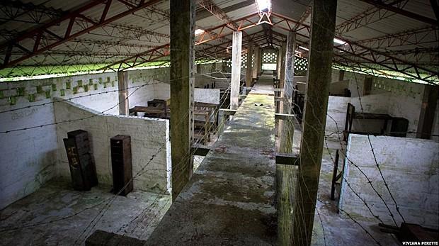 Prisioneiros não tinham nenhuma privacidade, pois eram vigiados a todo momento (Foto: Viviana Peretti)