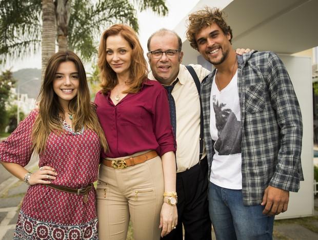 Giovanna Lancelloti, Alexandra Richter, Otávio Müller e Felipe Roque em A Regra do Jogo (Foto: Globo/João Miguel Júnior)