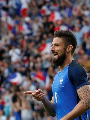 Giroud marcou pela França contra o Paraguai (Foto: Reuters)