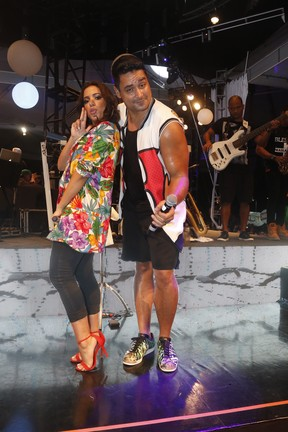 Anitta e Xanddy em show em Salvador, na Bahia (Foto: Fred Pontes/ Brazil News)