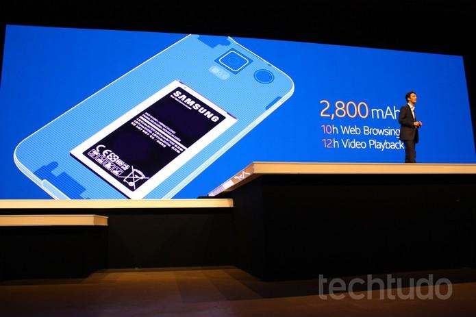 Galaxy S5, da Samsung, terá bateria que dura mais: 10h de navegação e 12h de vídeos (Foto: Allan Melo / TechTudo)