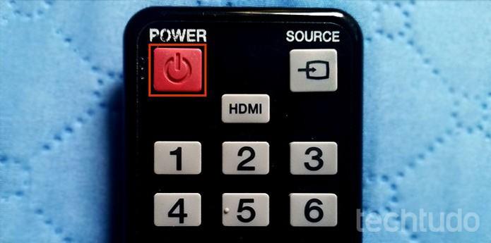868f85f404 Desligue a Smart TV Samsung no botão de Power (Foto: Barbara Mannara/ TechTudo