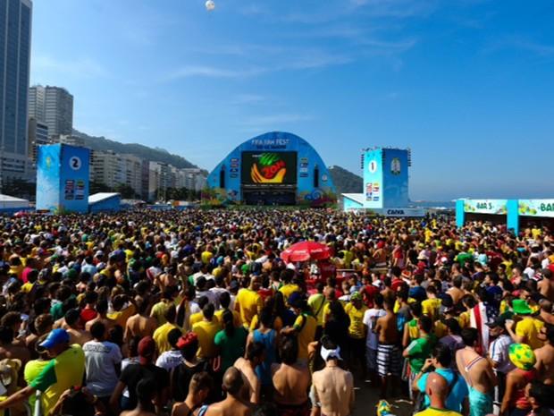 Fan Fest, na Praia de Copacabana, lotado durante a partida entre Alemanha e França (Foto: Rodrigo Gorosito/G1)