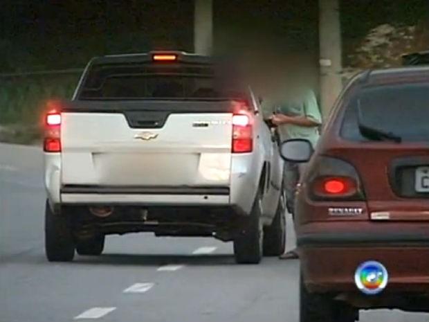 Tráfico é flagrado na Avenida Ulisses Guimarães, no Parque das Laranjeiras em Sorocaba (Foto: Reprodução/TV TEM)