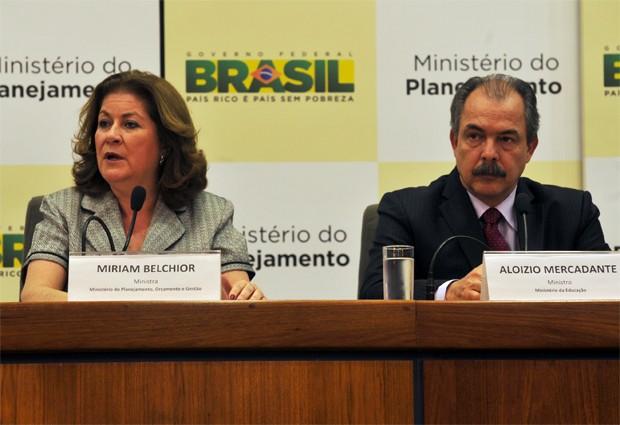 A ministra do Planejamento, Miriam Belchior, e o ministro da Educação, Aloizio Mercadante, anunciam proposta de reestruturação da carreira docente nas instituições federais (Foto: Valter Campanato/ABr)