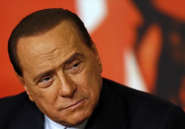 O ex-premiê italiano Silvio Berlusconi dá entrevista nesta segunda-feira (25) em Roma (Foto: Alessandro Bianchi/Reuters)