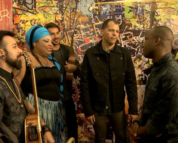 Thiaguinho aconselha a banda Devir (Foto: Gshow)