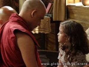 Pérola conta a Tenpa sobre sonho que teve com Sílvia  (Foto: Joia Rara/TV Globo)
