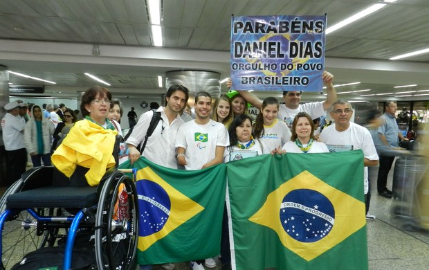 Daniel Dias aeroporto Cumbica (Foto: Renato Celestrino/ Globoesporte.com)