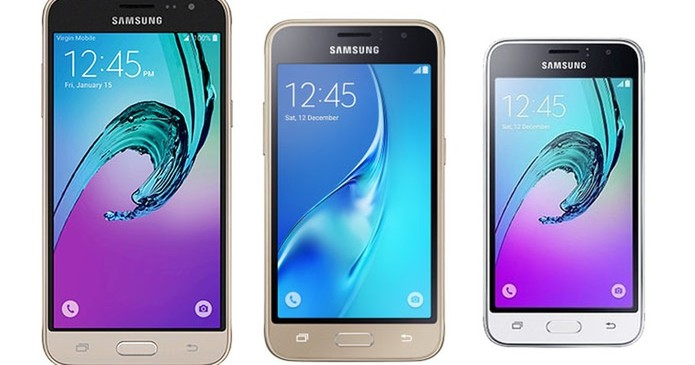 No meio vemos o J1 com sua frente de duas cores (Foto: Divulgação/Samsung)