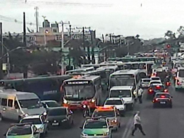 Ato do Sinpol já criou retenções no trânsito do Centro (Foto: Reprodução / CTTU)