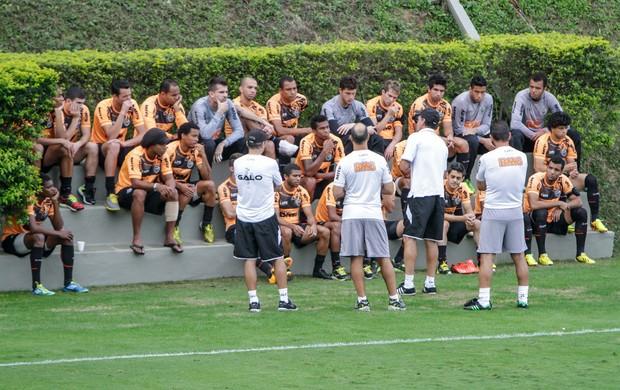 Ronaldinho perna enfaixada treino atlético-mg (Foto: Bruno Cantini/Site Oficial do Atlético-MG)