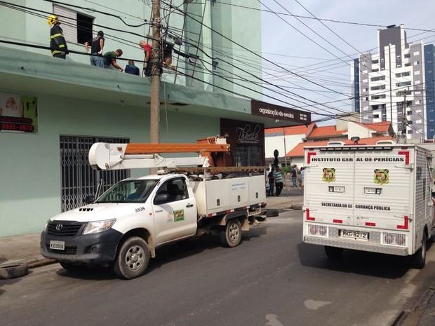 Homem trabalhava na reforma de um prédio quando o acidente ocorreu (Foto: Gabriel Felipe/RBS TV)