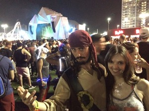 Comediante se fantasiou de Jack Sparrow para homenagear Johnny Deep (Foto: Marcelo Elizardo/ G1)