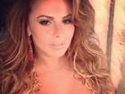 Viviane Araújo aparece diferente e decotada em foto