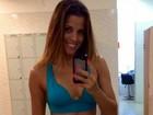 Renata Santos conta segredo da cinturinha: 'Academia e aula de dança'