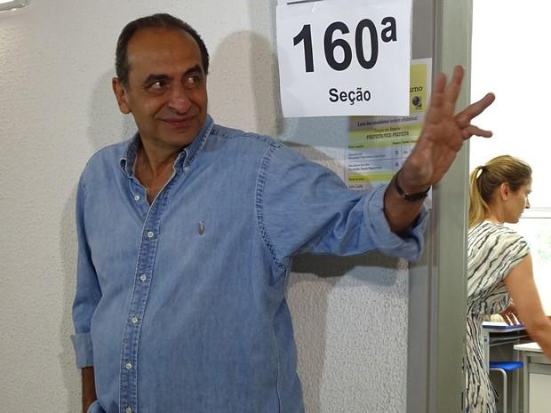 Candidato Alexandre Kalil (PHS) vota em Belo Horizonte (Foto: Raquel Freitas/G1)