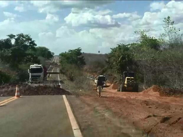 DER construiu novo desvio, que pode ser levado pela chuva (Foto: Divulgação/Prefeitura de Esperantina)