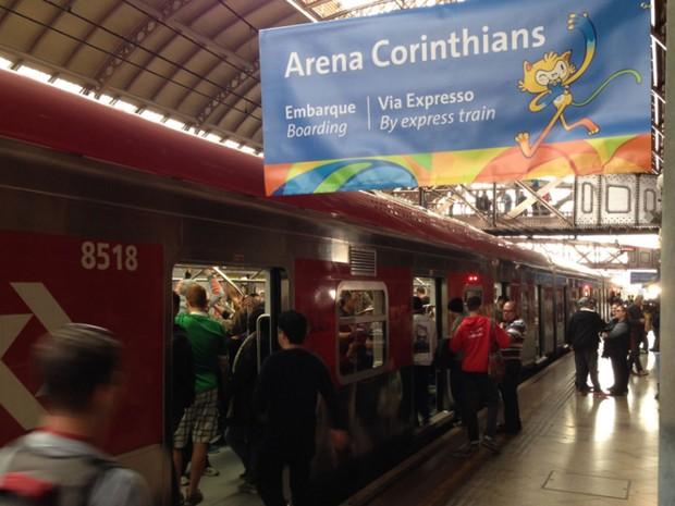 Via Expresso é opção de trem direto da Estação da Luz para a Arena Corinthians (Foto: Glauco Araújo/G1)
