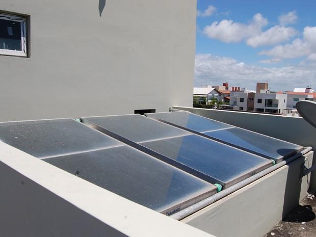 Mesmo com grande potencial para geração de energia solar, consumidores paraibanos apenas usam placas para aquecer água (Foto: Krystine Carneiro/G1)
