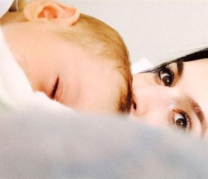 """""""Só um sorrisinho que ele dá, já esqueço todos os meus problemas"""", diz Karen sobre o recém nascido (Foto: Arquivo Pessoal)"""