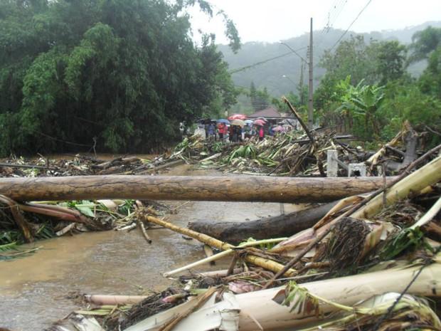 Miracatu foi atingida por uma forte enxurrada na madrugada deste sábado (15) (Foto: Daiana Leite/VC no G1)