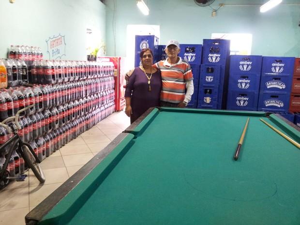 Luiz Lima e a mulher, donos de um bar: R$ investimento de R$ 200 mil (Foto: Alba Valéria Mendonça/G1)