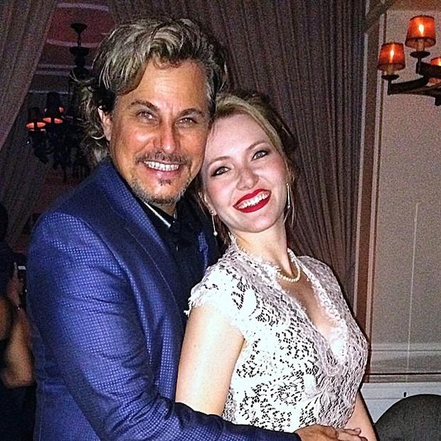 Edson Celulari com a namorada (Foto: Reprodução/ Instagram)