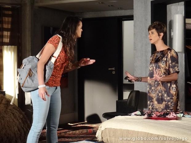 Lurdinha procura Aisha e quer presente de volta (Foto: Salve Jorge/TV Globo)