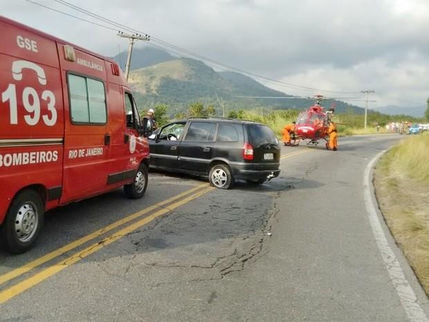 Helicóptero foi usado no resgate (Foto: Claudio Costa/Portal de Notícias Lei Seca Maricá)