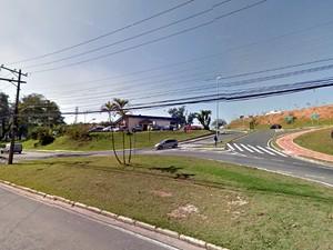Trecho da avenida Rudolf Dafferner, em Sorocaba, ficou interditado (Foto: Reprodução/Google Street View)