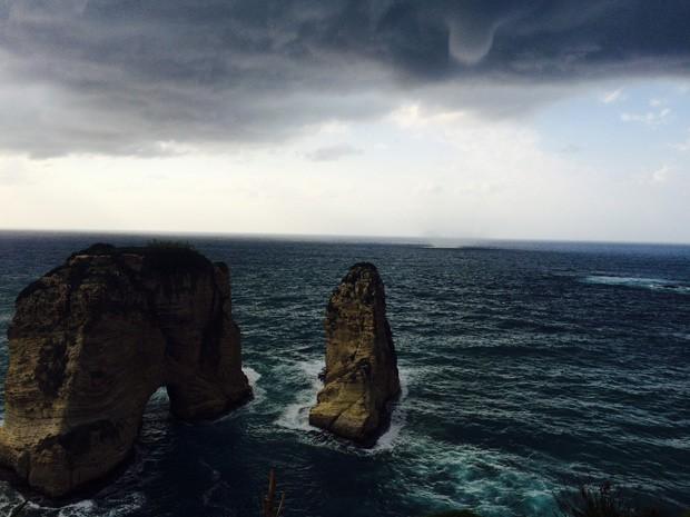Fenômeno pode ser visto sobre as Rochas do Pombo, ponto turístico de Beirute (Foto: João Henrique Sardeiro de Alcântara)