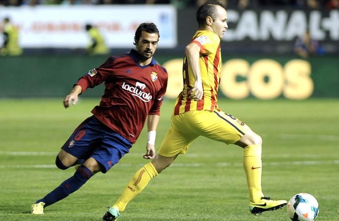 Iniesta Osasuna e Barcelona (Foto: Agência AFP)