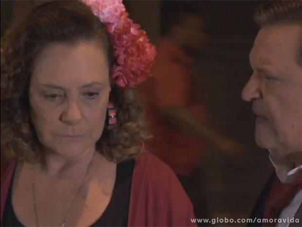 Márcia não consegue mais olhar nos olhos de Atílio (Foto: Amor à Vida/TV Globo)